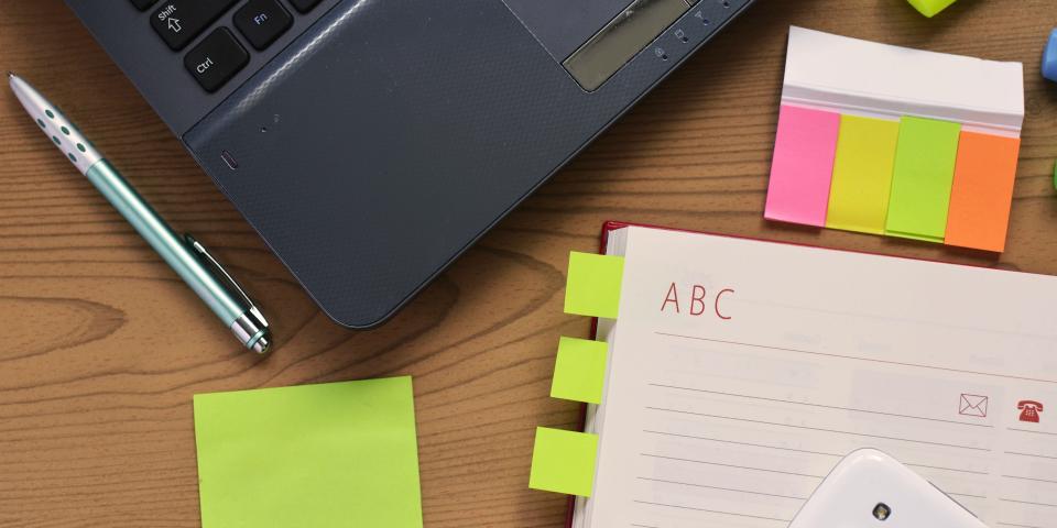 desk-laptop-notebook-pen-1