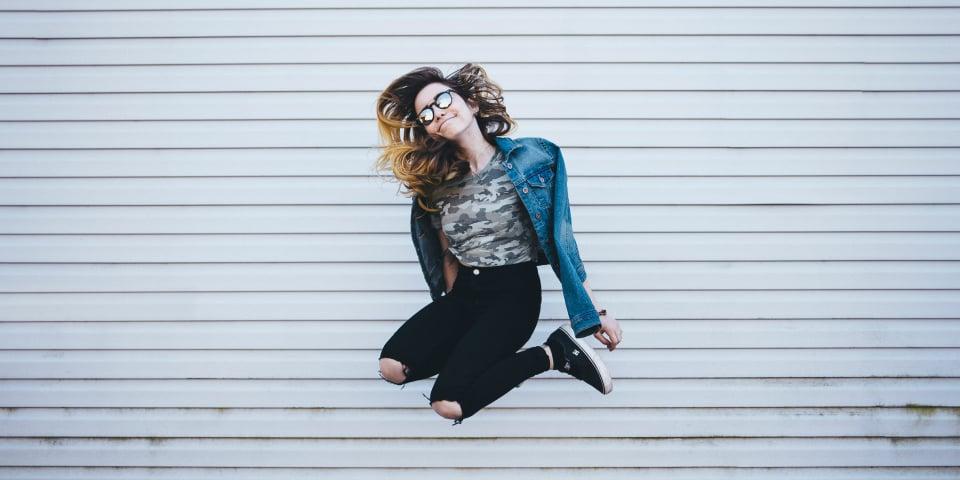 ung kvinde der hopper