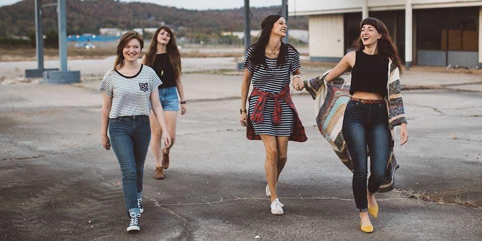 Studerende der går