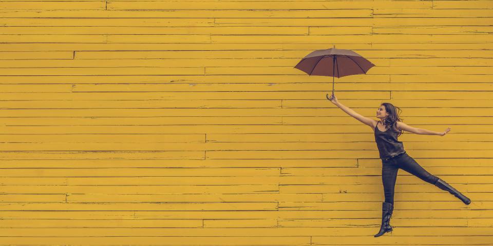 kvinde-med-paraply